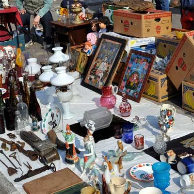 Antiguedades en el mercado de pulgas de Budapest