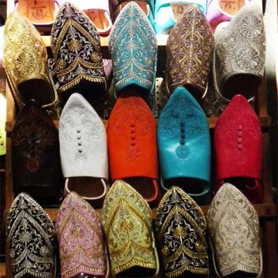 Babuchas de colores en el zoco de Marrakech
