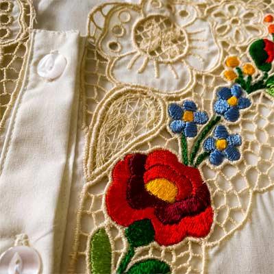 Productos textiles con bordados tradicionales