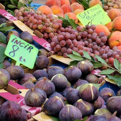 Fruta en mercado de Estambul