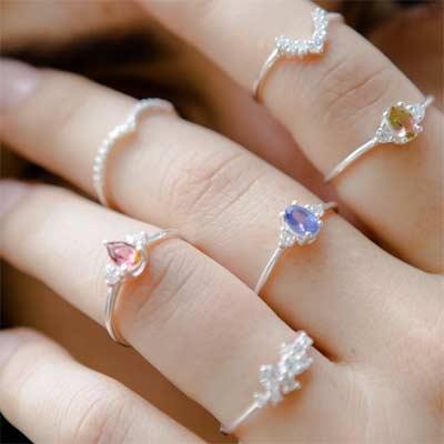 Anillos hechos con diamantes